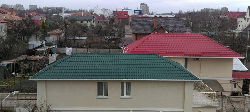 Крышу перекрыли металлочерепицей