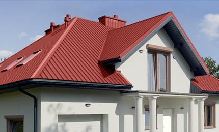 крыша из профнастила с множеством скатов